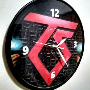 TWISTED SISTER - 12 INCH WALL CLOCK